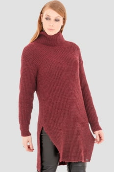Blusa de tricot alongada gola alta bordo