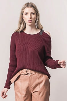 Blusa de tricot detalhe ombro bordo