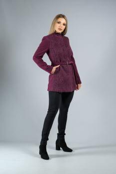 Casaco de lã com cinto roxo